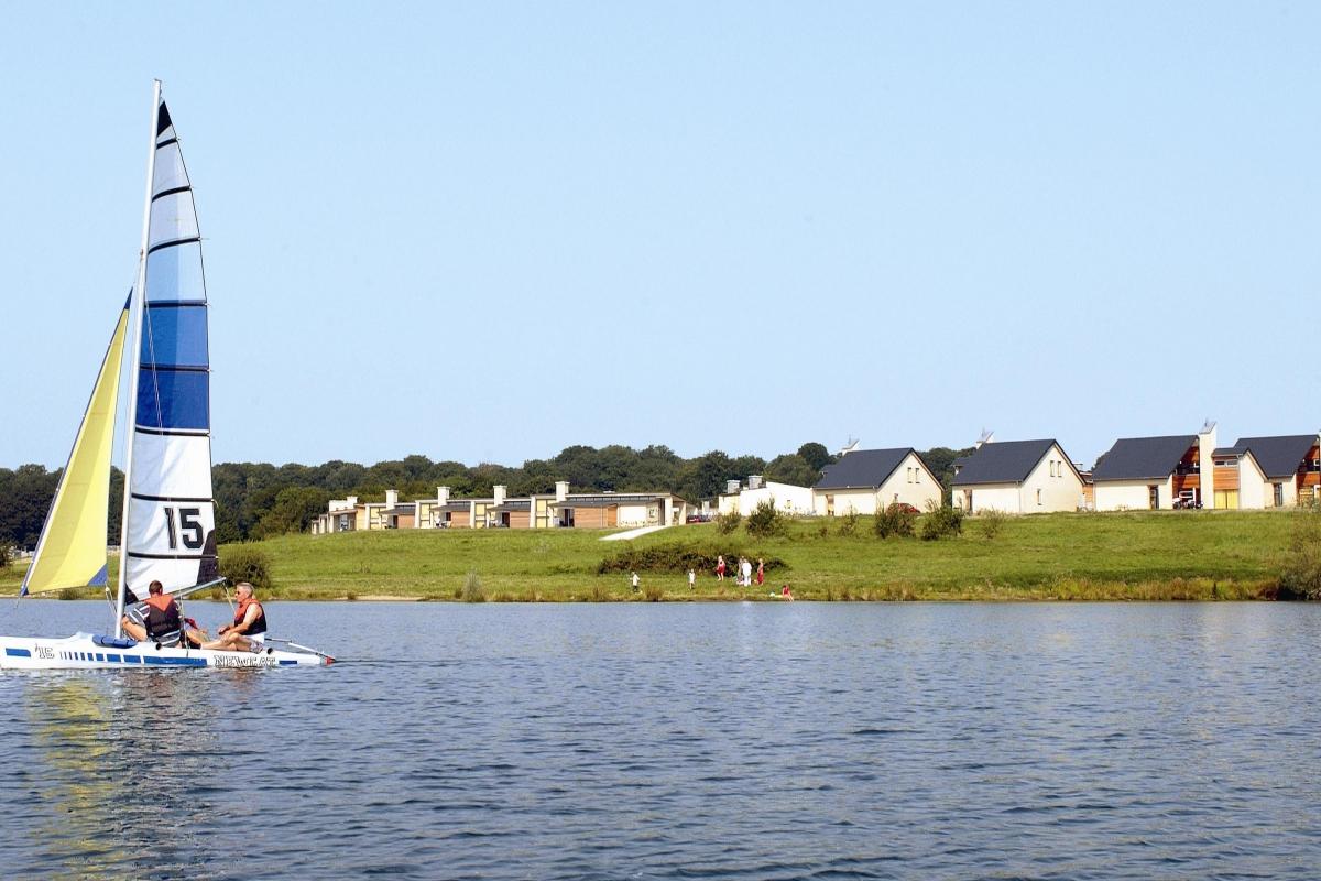 Lacs de l 39 eau d 39 heure village de vacances waw magazine for Meuble de l eau d heure